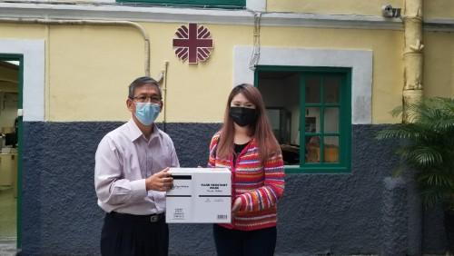 善長鄭小姐捐贈口罩300個