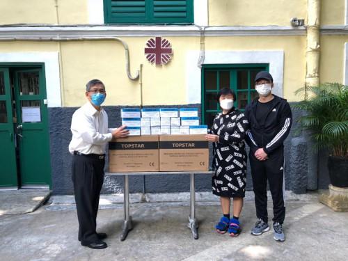 善長楊佩思小姐向本機構捐贈口罩